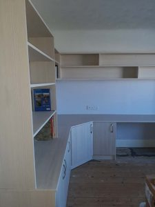 Finished in a vinyl wrapped Evola oak board.Fully lined robe interior
